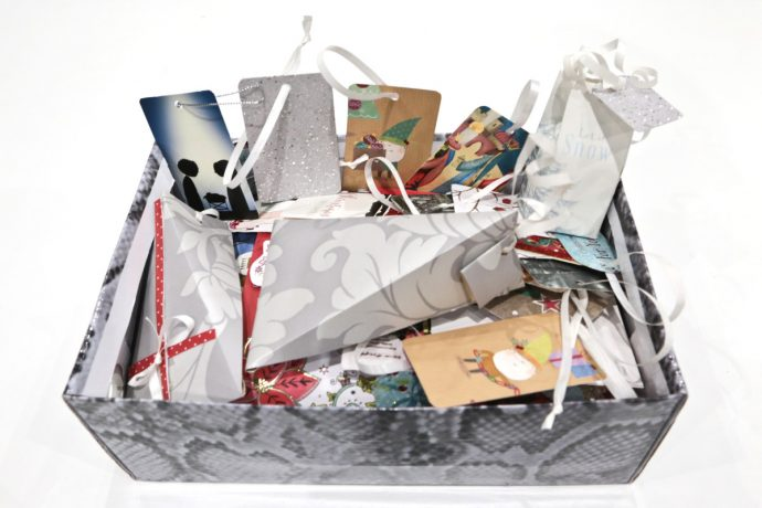Step-by-step tutorial: 4 creative ways of recycling Christmas cards.