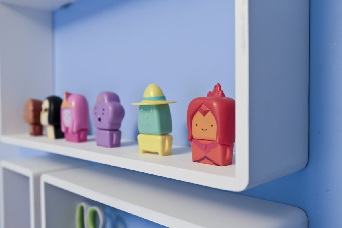 Children\'s bedroom makeover finishing touches : cube shelves