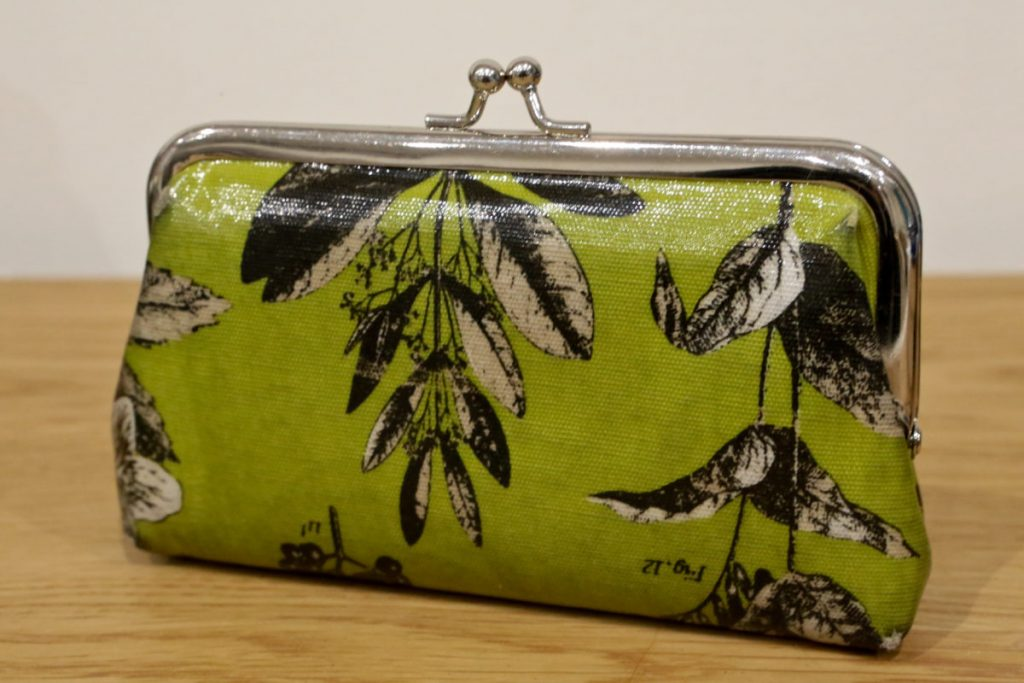 Green floral clasp purse