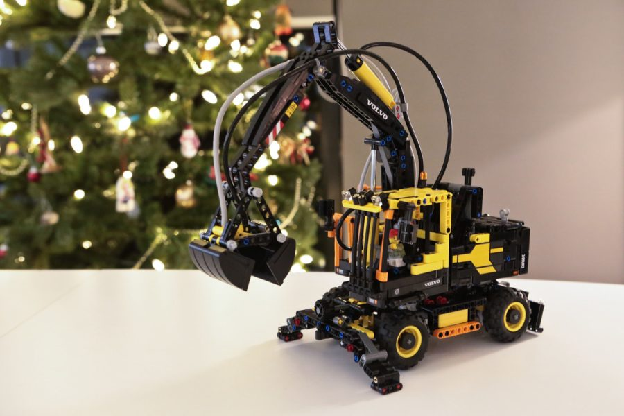 Our Christmas tradition continues: Building the Lego Volvo EW160E