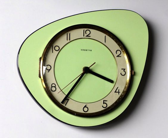 Quintessential 1950s Atomic Age Vintage French VEDETTE Wall Clock