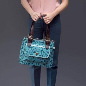 Girl holding Sophia & Matt Shoulder bag Yayoi