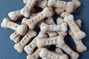 Recipe: How to make homemade dog biscuits.